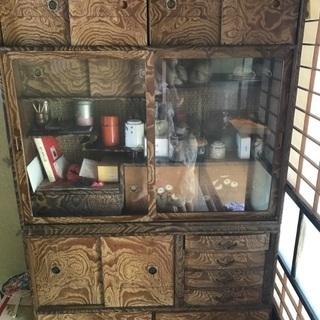 レトロな食器棚