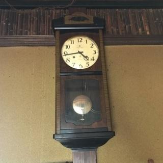 ネジ式柱時計