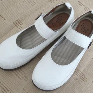 【未使用】甲ベルト付きホワイトパンプス(23.0cm)