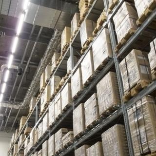 未経験歓迎!商品センターで電気資材のピッキングや在庫管理スタッフ