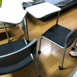 ミーティングやクラスに最適!テーブル付きチェア差し上げます