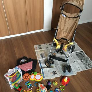 バギー おんぶ紐 おもちゃなどまとめて0〜1歳児用グッズ