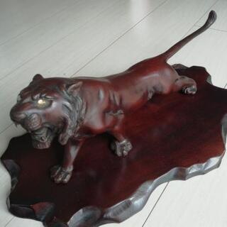 虎の金属工芸品
