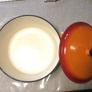 オレンジ色のホーロー鍋  ル・クルーゼ風
