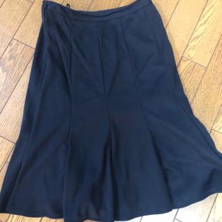 黒 フレアースカート