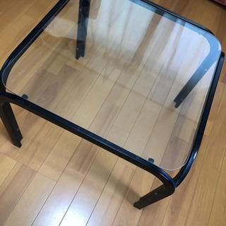 オシャレなガラステーブル
