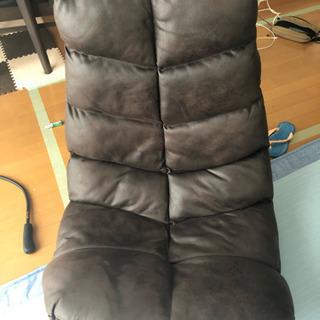 回転する座椅子。