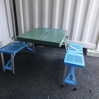 折りたたみ式キャンピングテーブル