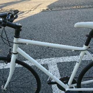 Schwinn シュウイン 6段ギヤ搭載 クロスバイク自転車 ♪...