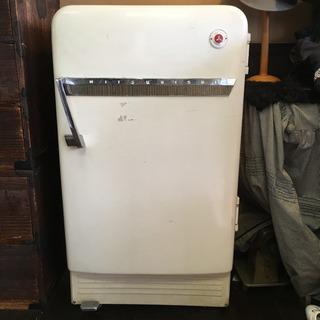 アンティークの冷蔵庫