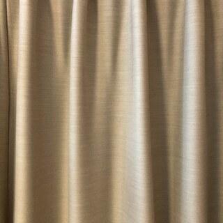 遮光1級、2倍ヒダ(3つ山)、形状記憶加工済みのカーテン(レース付き)