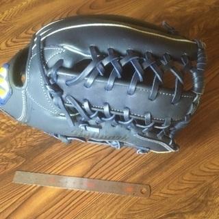 右投げ用中古グローブ(青色)、軟式野球ボール1個
