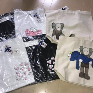 新品未使用 kaws UNIQLO Tシャツ XL4着 トートバ...