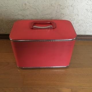 鍵付メイクボックス 大きめの縦長鏡付 赤 中古