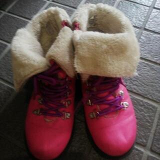 スノーブーツ風ピンクのブーツ