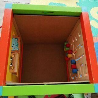木製アクティビティボックスと木製のブロック