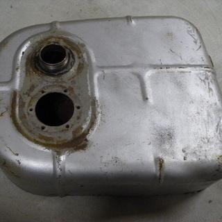 ラビットS301Aガソリンタンク(要修理)