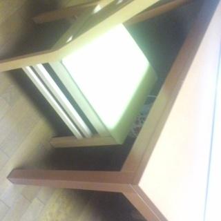 木製のダイニングセット(椅子4脚と、テーブル)がこの値段!!