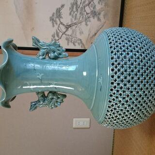 """青磁器(裏に""""海光""""とあり)の大きな花瓶"""