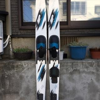 水上スキー2組とライフジャケット2着(2本足と1本足)