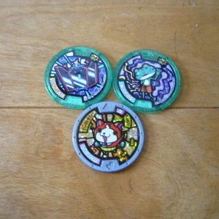妖怪ウオッチのメダルとスーパー戦隊シリーズの人形