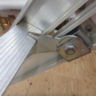 アルインコ ハンディロック式2連はしご ANP-40FD 使用時 全長 約4000mm はしご ロック式 梯子 アルミ脚立 洗車 軽量 ステップ台 窓ふき 工事 工具 道具 中古品 - 売ります・あげます
