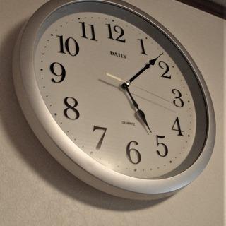 DAILY QUARTS 丸形掛時計 (リズム時計製)