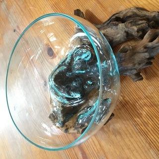 ガラスの器と木の置物①