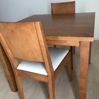 無印良品のテーブルと椅子