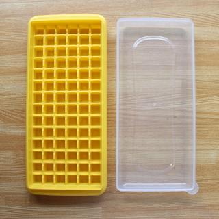 小さな氷の製氷皿