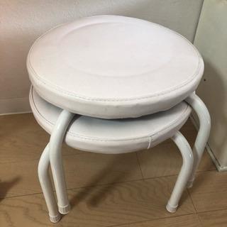 低めの丸椅子2脚