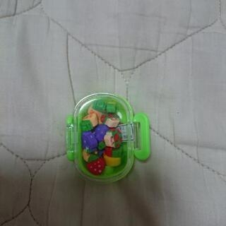 小さい消しゴム(ケース付き)3