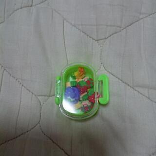 小さい消しゴム(ケース付き)4