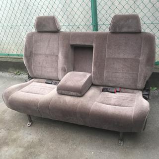 車のシート。リビングで豪華なソファとして使って下さい。