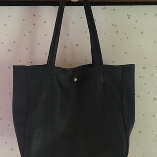 【取引中】革素材のバッグ