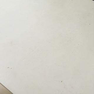 折りたためないテーブル