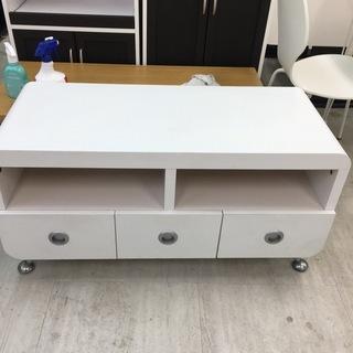 白色のかわいいテレビボード