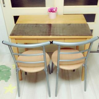 ❤️テーブルと椅子2個セット❤️