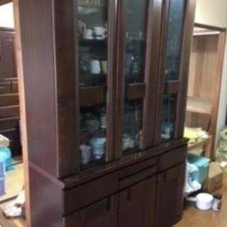 10年ほど、使っている食器棚です。