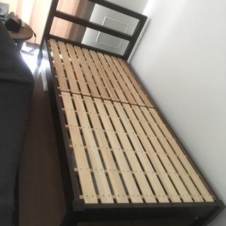 無印良品のベッドフレーム − 東京都