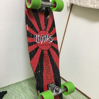 イントロデッキのスケートボード(サーフスケート)