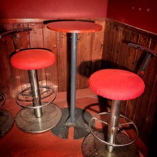ハイテーブルと椅子