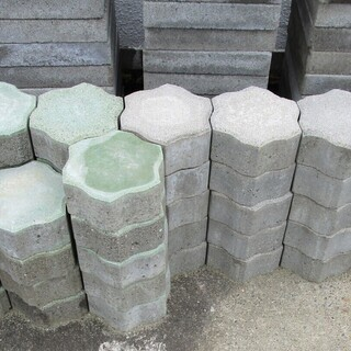 インターロッキングブロック(6角形型敷石) 新品(未使用品)在庫...