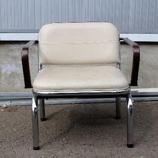 合皮×スチールパイプ肘掛椅子