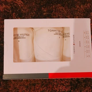 TOMMY HILFIGER ホワイトVネックTシャツ3枚セット...
