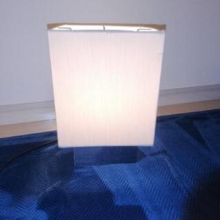IKEA 置き型ランプ