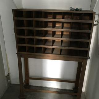 アンティークの鉄製ディスプレイ棚