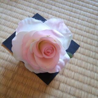 バラの髪飾り パーティーヘアアクセ
