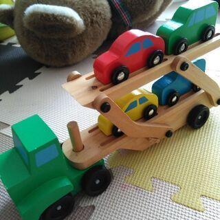 イギリスの木製トレーラーとスタッキングピエロ