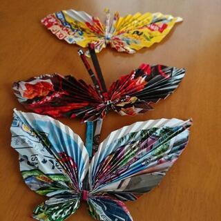 手作りの蝶3つ